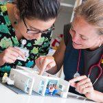 Team erklärt Untersuchung mit Lego-Kernspintomograph