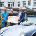 Runden im Porsche gedreht für kleine Patienten