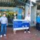 Spendenübergabe vor der Kinderklinik Tübingen