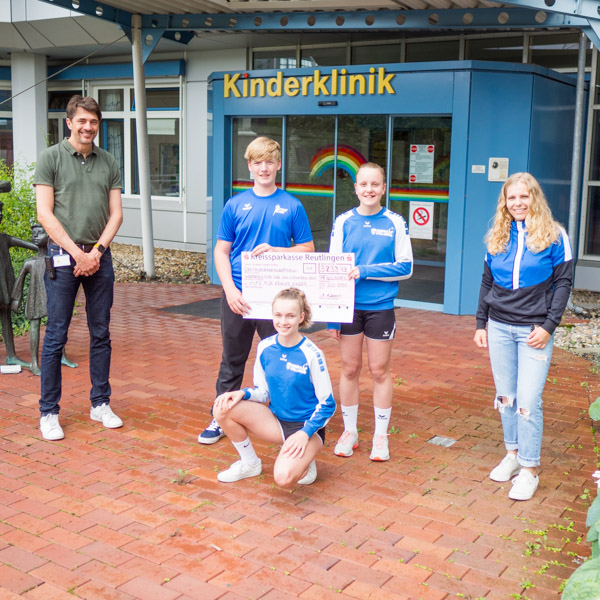VfL Pfullingen spendet an Hilfe für kranke Kinder